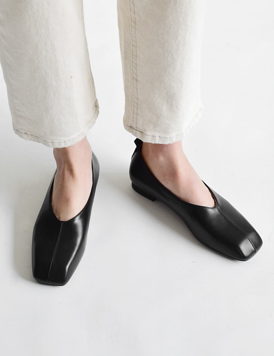 ANGULATE BLACK SHOES