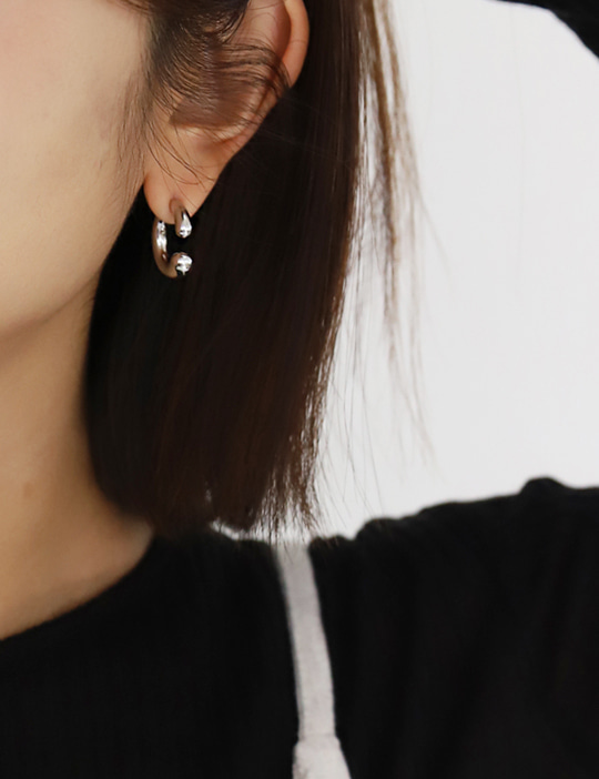 UPSIDE RING EARRING