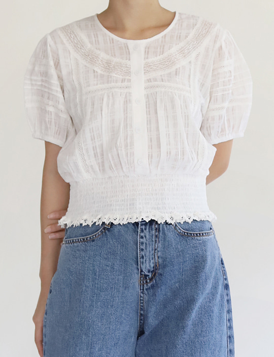 SMOCKING LACE BLOUSE