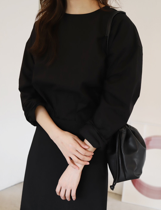 [CURVET] LONG-SLEEVE BLOUSE_BLACK
