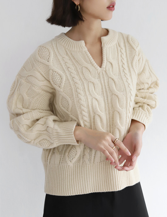 NECK-SLIT CABLE KNIT (2COLOR)
