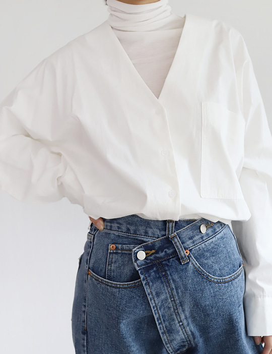 LAND V-NECK BLOUSE (2COLOR)
